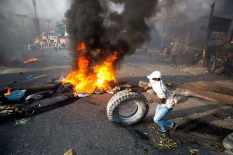tres-muertos-en-protestas-contra-alza-de-combustibles (2)